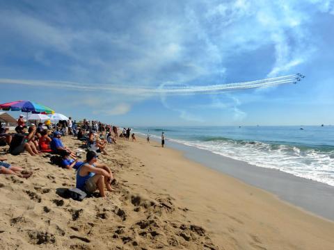 Clear skies for the Huntington Beach Airshow